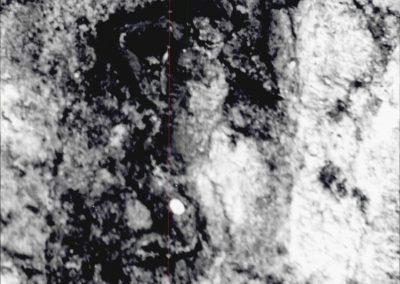 PARTICOLARE DECORATIVO VICO GIGLIO. Figurina a bassorilievo appena sporgente dal muro