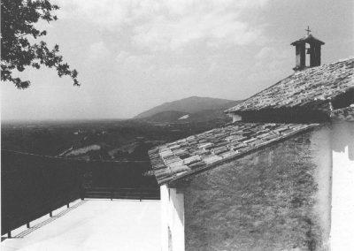 VEDUTA PANORAMICA DALLA CHIESA DI SAN PAOLO APOSTOLO. L'immagine mostra una veduta panoramica sulla valle dell'Ager Calenum.