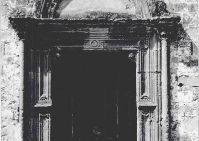PORTALE. n stile rinascimentale riecheggiante tendenze romaniche.