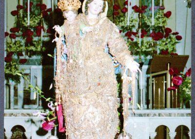 Casale- la Madonna con tutti gli oggetti della devozione