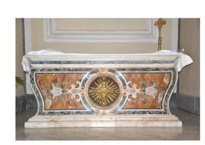 Cattedrale di Carinola. Arca in marmo dove si conserva il corpo di San Martino da Monte Massico. fatta costruire dal vescovo Nicola Michele Abbate