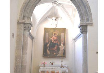 Cattedrale di Carinola. Cappella sul presbiterio in corrispondenza della navata di sinistra.