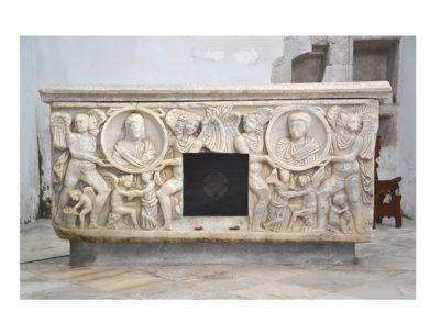 Cattedrale di Carinola. Saracofago con il corpo di San Bernardo