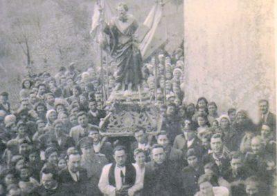 la tradizionale storica processione verso la collina di san Paolo termina al raggiungimento della cappella.
