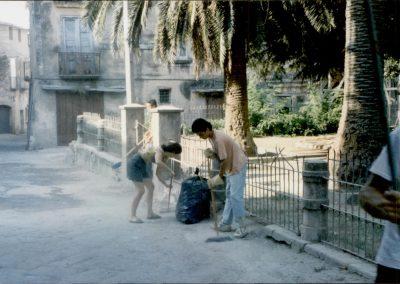 storico intervento - pulizia della città - circolo Nuova Calenum - associati e cittadini 3
