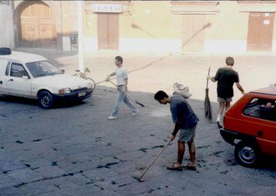 storico intervento - pulizia della città - circolo Nuova Calenum - associati e cittadini